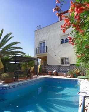 Schönes Chalet in Benacazón, kürzlich renoviert, mit Pool und großem Garten
